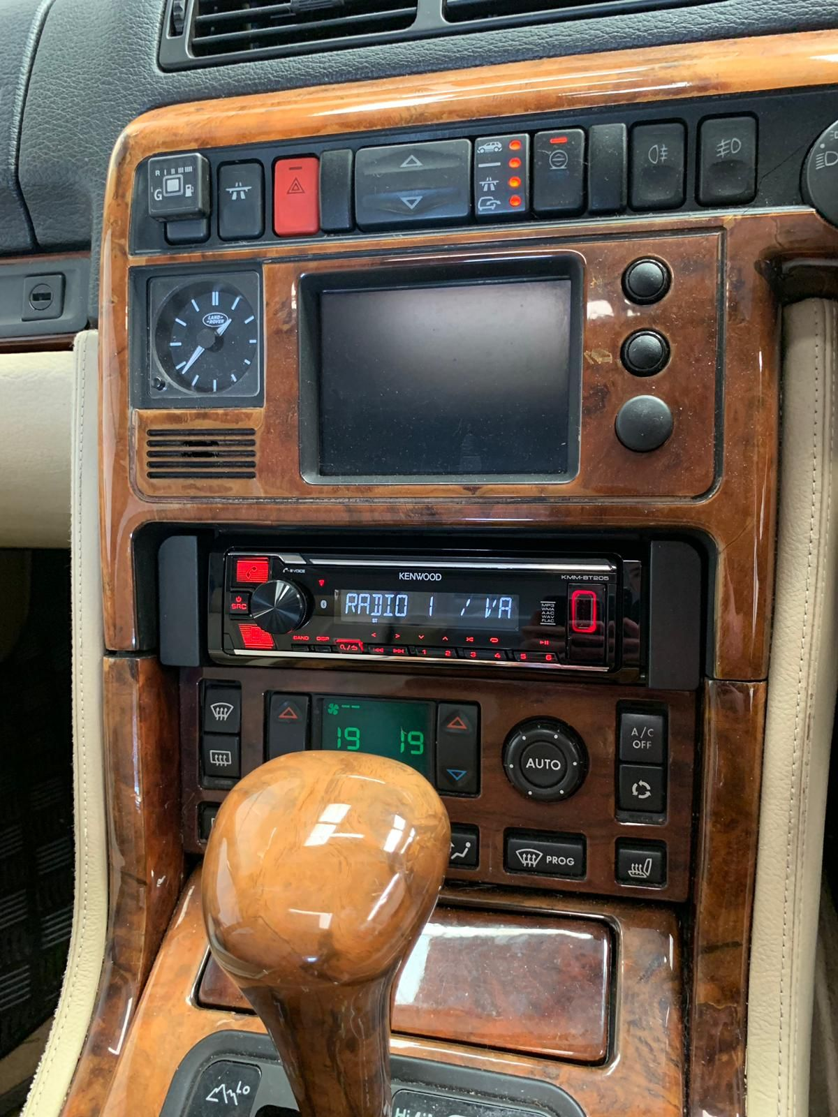 Range Rover autobiography 1997 - new Kenwood radio installed with bluetooth and USB
