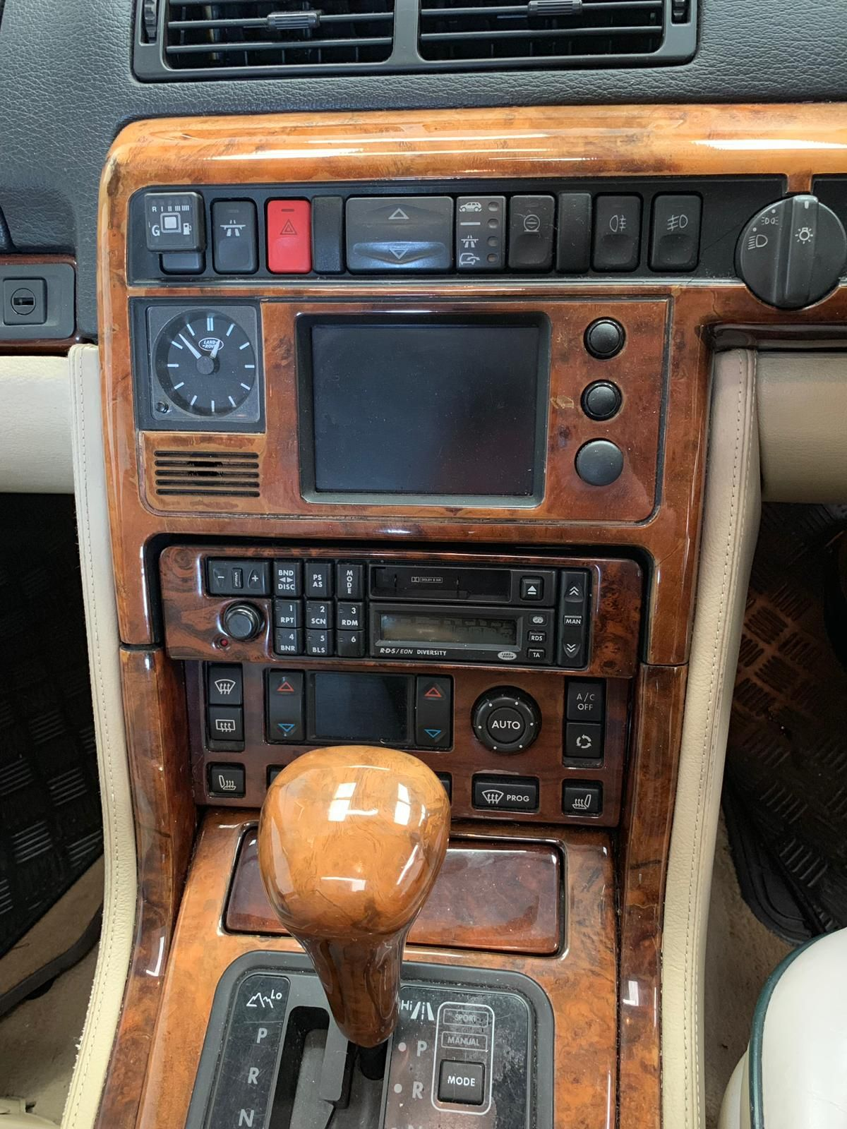 Range Rover 1997 Autobiography - with cassette player before installing new radio