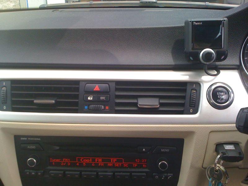 BMW_330d_Convertible_E90_Parrot_CK3200