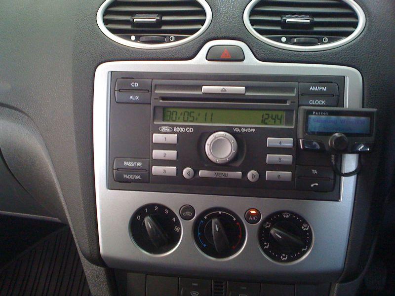 Ford-Focus-2009-Parrot-CK3100.JPG