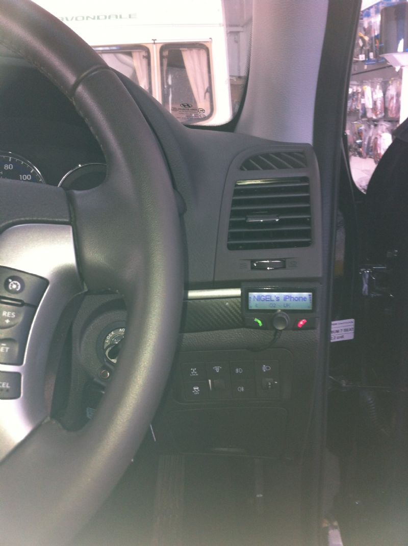 Hyundai-Santa-Fe-2011-Parrot-CK3100.JPG