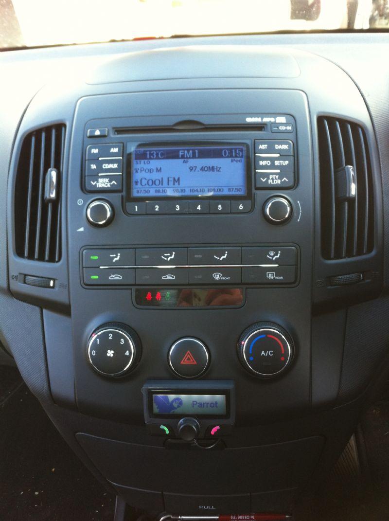 Hyundai-i30-2010-Parrot-CK3100.JPG