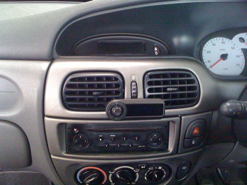 Renault-Megane-2001-Motorola-TK30.JPG