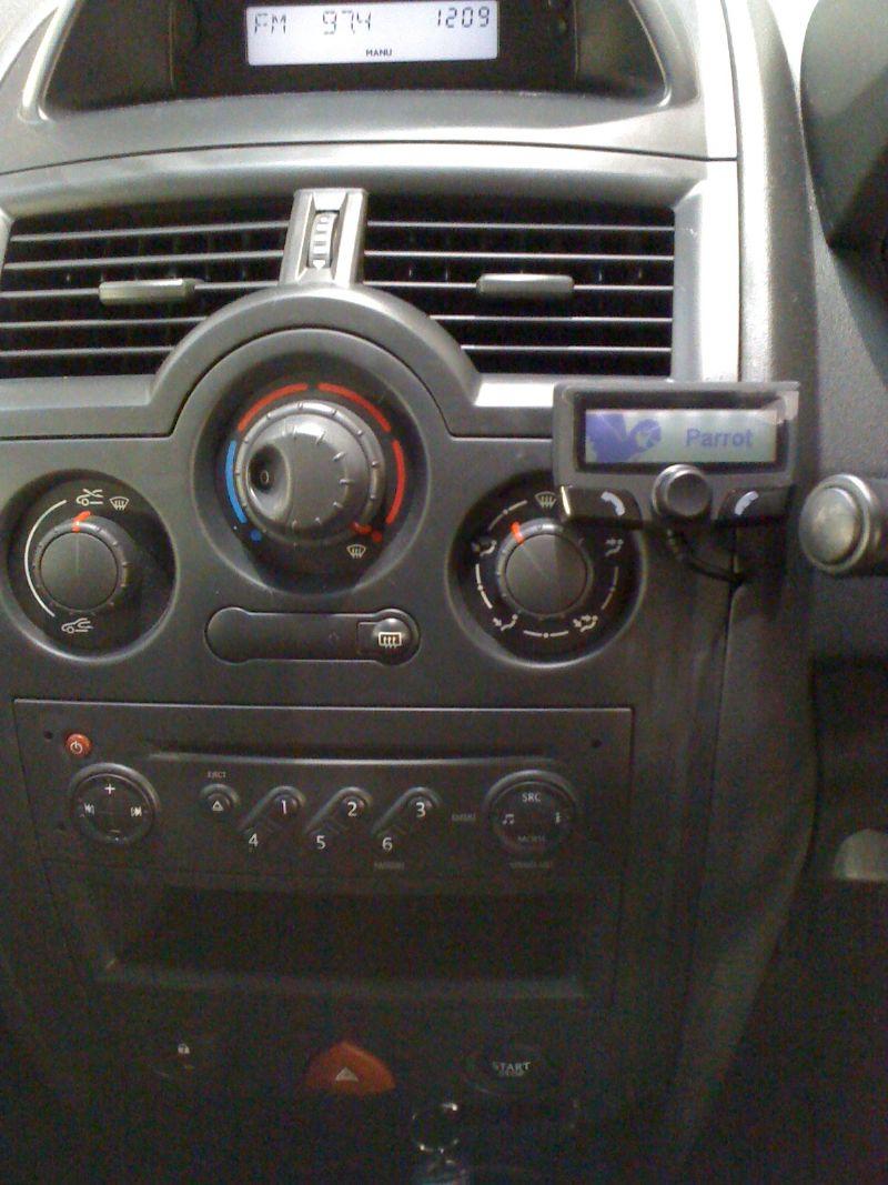 Renault-Megane-Parrot-CK3100.JPG