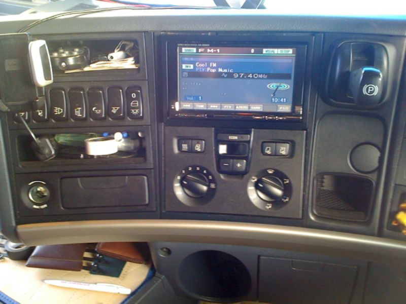 Scania_R620_Alpine_IVA-W202_Double_Din_Headunit