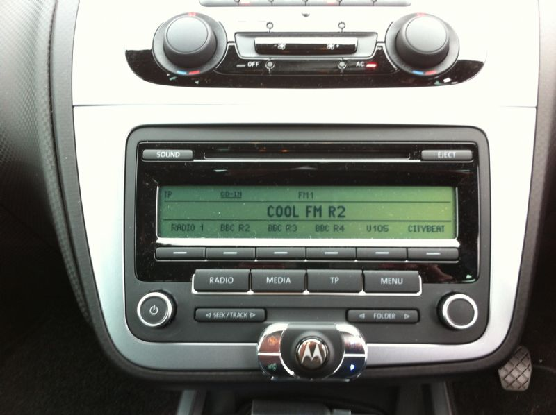 Seat-Altea-2011-Motorola-HF850.JPG