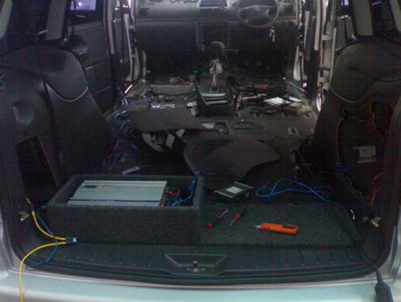 Seat_Alhambra_Audio_Install