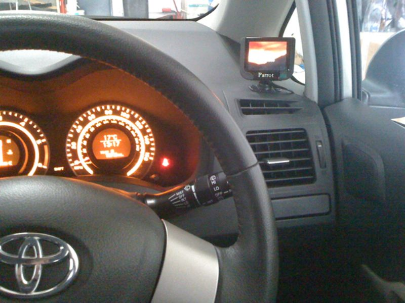 Toyota_Auris_Parrot_MKi9200(1)