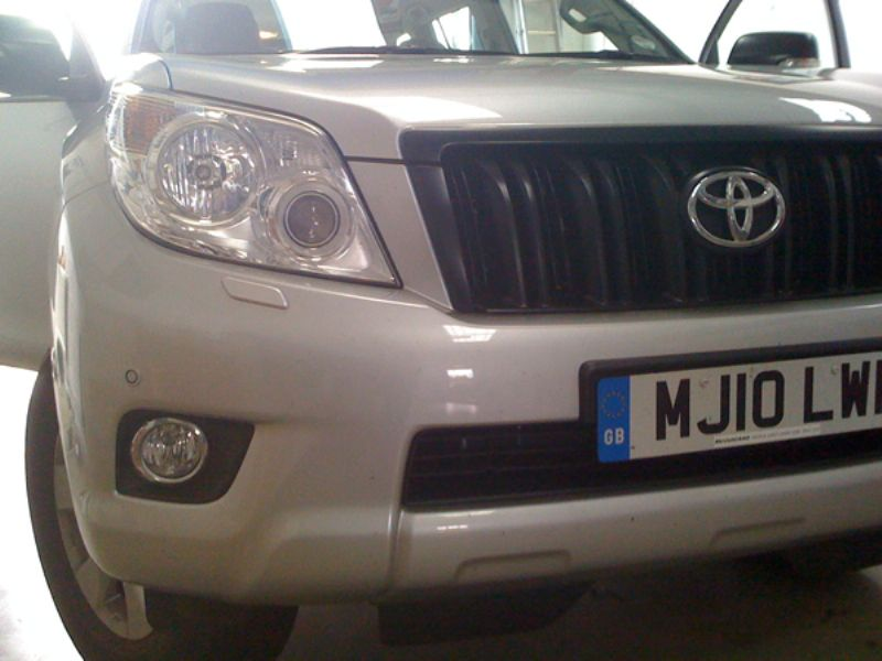 Toyota_Land_Cruiser_2010_Laserline_Parking_Sensors_Front_Colour_Coded