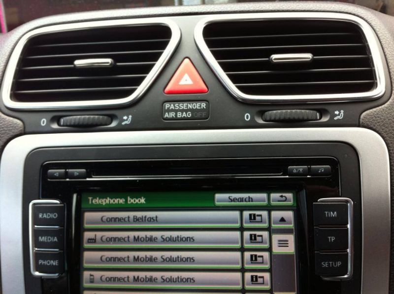 VW-Scirocco-Fiscon-displaying-Phone-book-on-radio-touchscreen