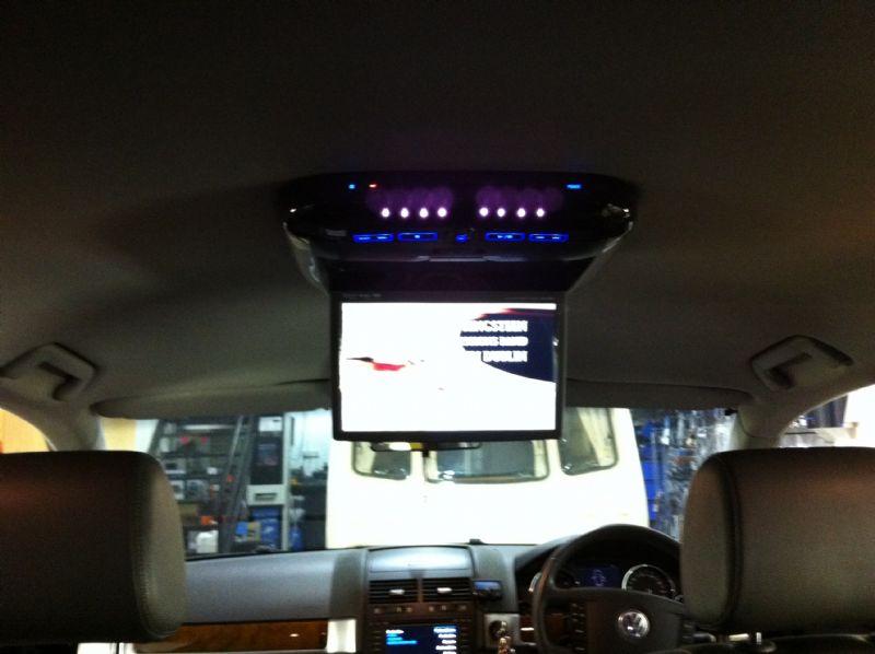 VW-Touareg-2010-Alpine-PKG-2100P-Roof-DVD-Screen.JPG