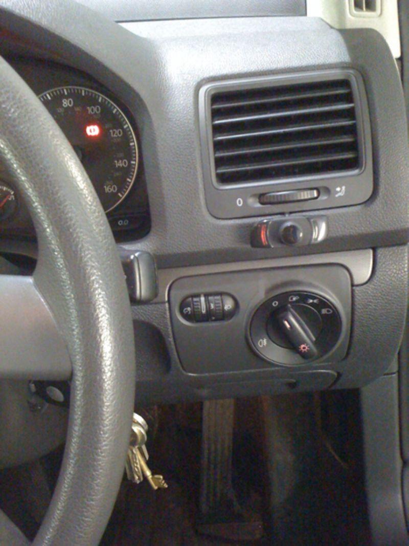 VW_Golf_MKV_Parrot_CK3000(1)