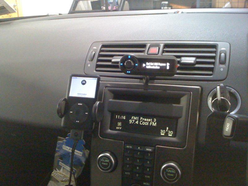 Volvo_S40_Motorola_TK30_and_iPod_Holder