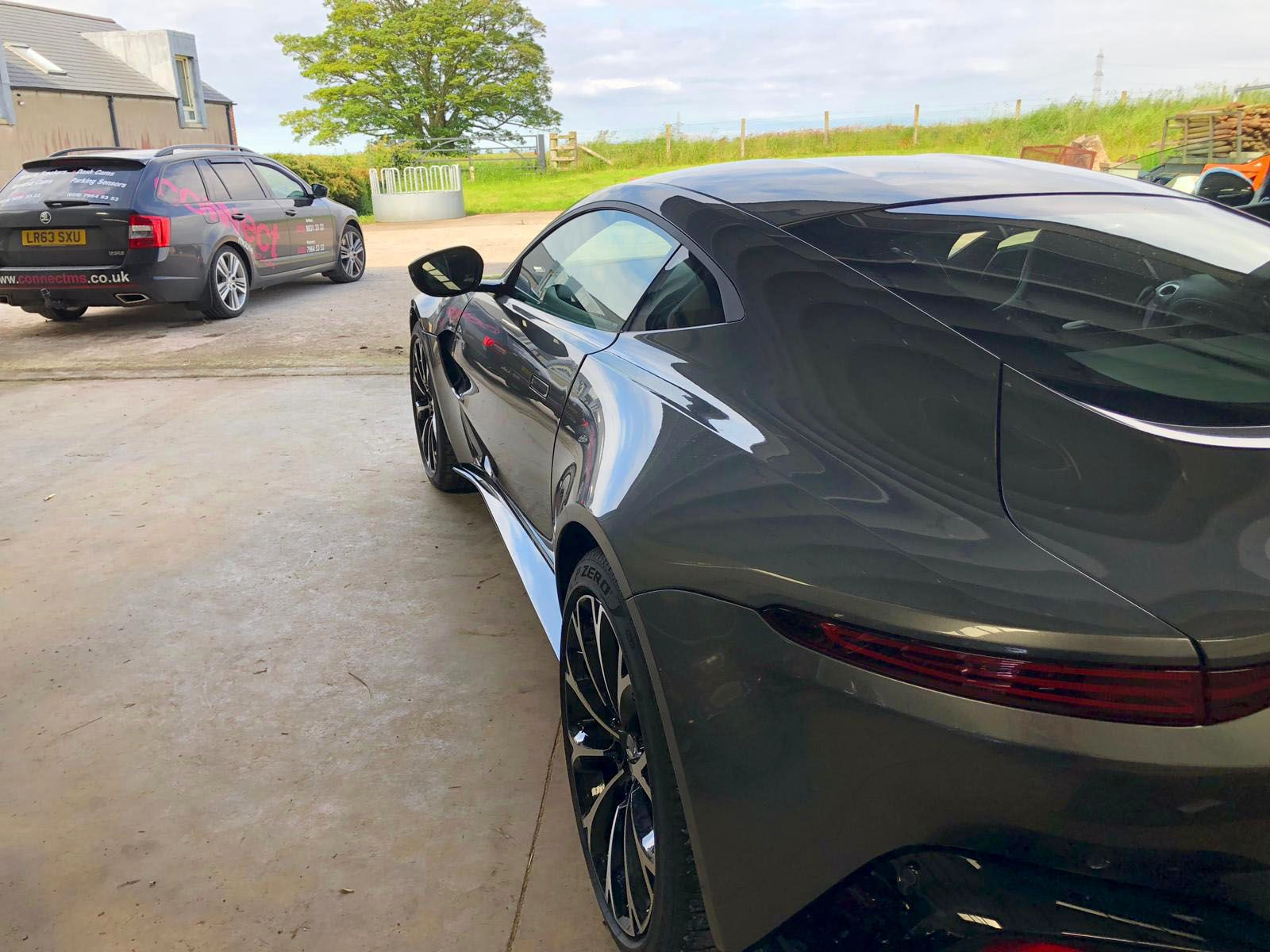 Aston Martin Vantage - Radar Detector fitted