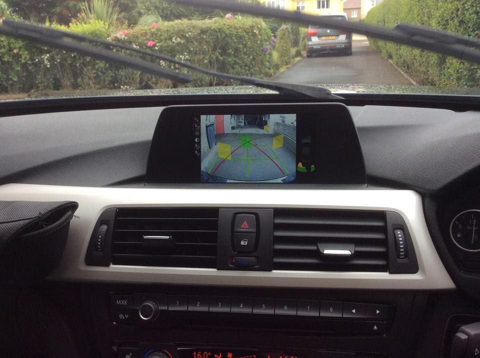 bmw_320d_f30_factory_style_reversing_camera_interface