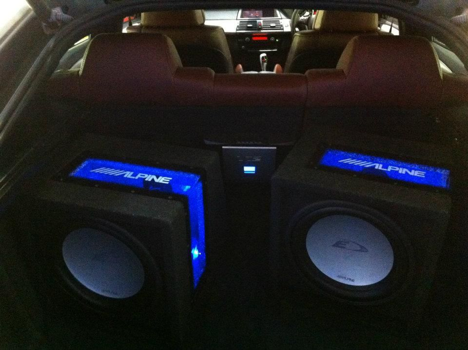 bmw_x6_-_alpine_subs__amp