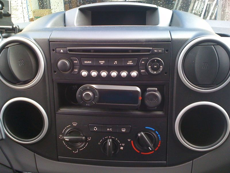 citreon_berlingo_2011-motorola_tk0.JPG