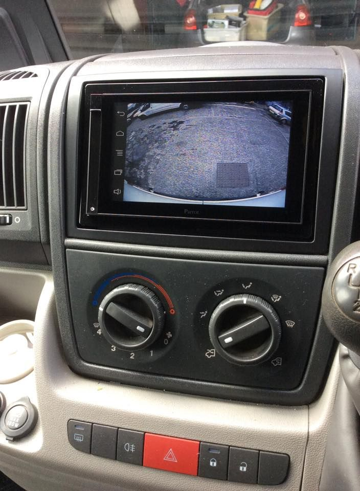 fiat_ducato_with_parrot_asteroid_smart_and_reversing_camera