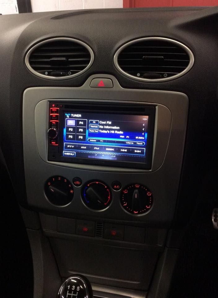 ford_fitted_with_touchscreen_kenwood_double_din_stereo_(2)