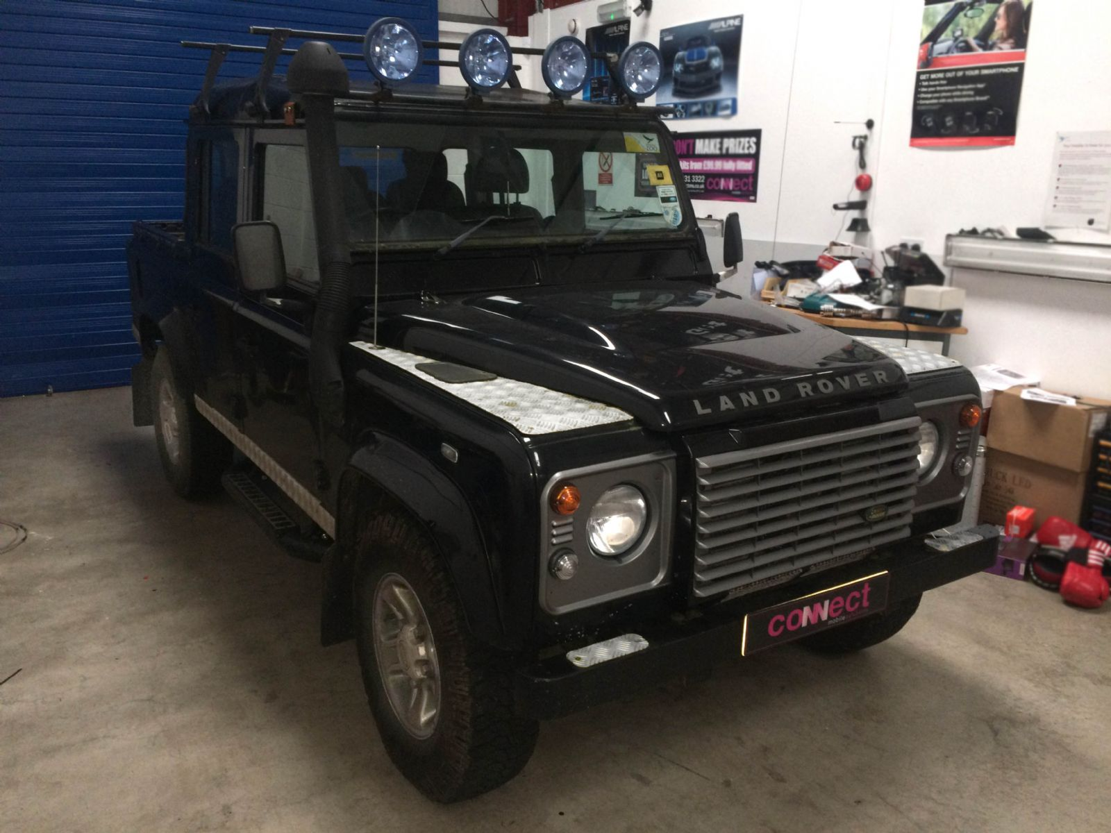 land_rover_defender_with_kenwood_radio_instaled_(2).JPG