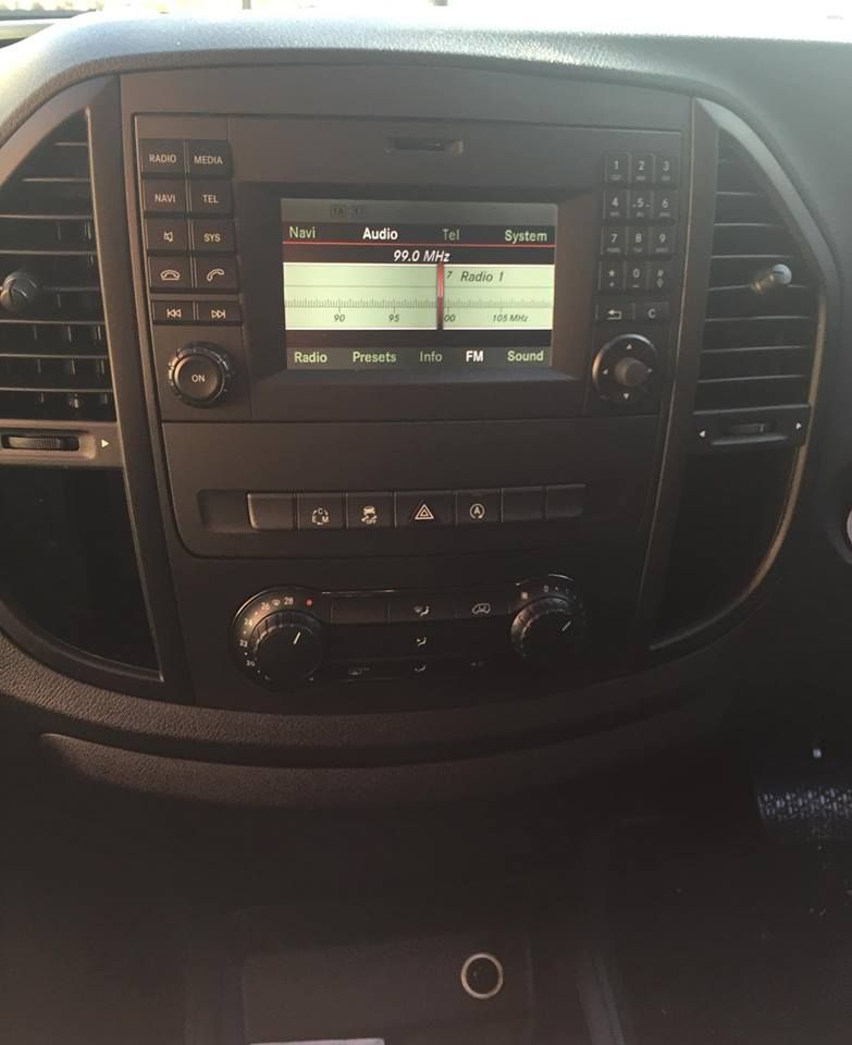 mercedes_vito_before_we_installed_a_new_apple_car_play_radio