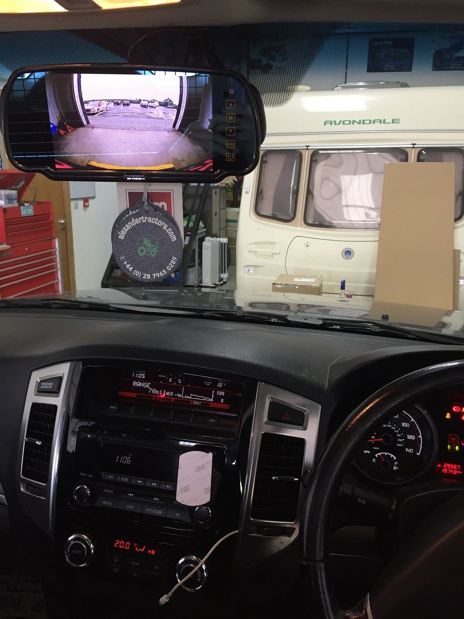 Mitsubishi shogun reverse cam appearing on mirror monitor display