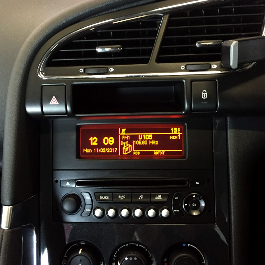 peugeot_3008_head_unit_upgraded_to_apple_car_play_radio_pioneer_sph_da120_(1)