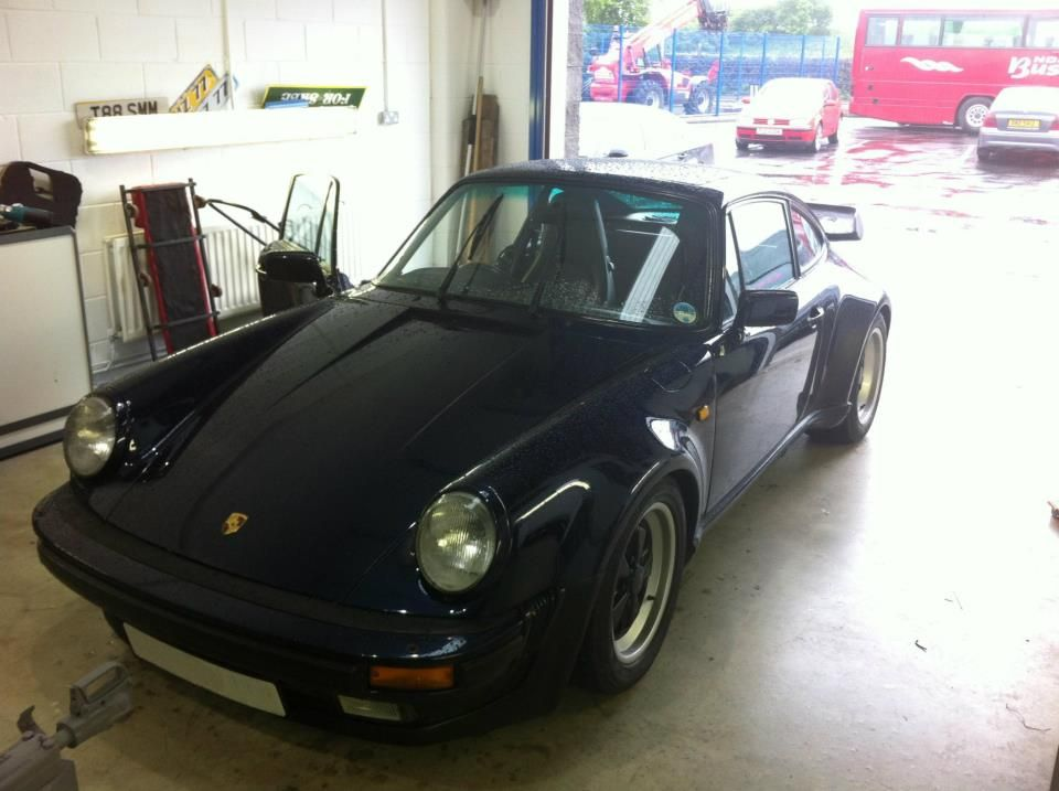 porsche_911_1986_-_in_to_get_alpine_head_unit_fitted