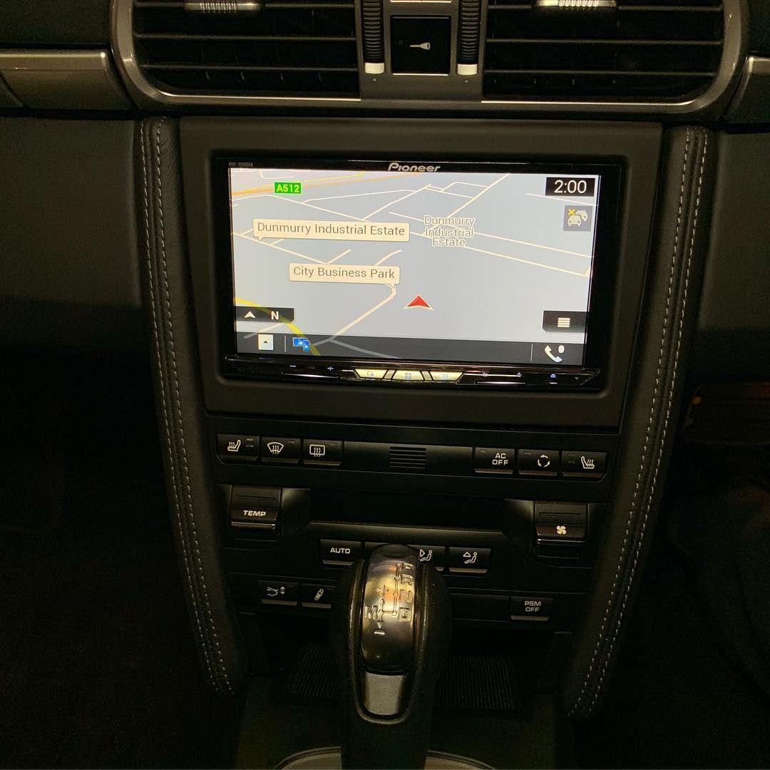 porsche_carrera_s_fitting_apple_car_play_navigation