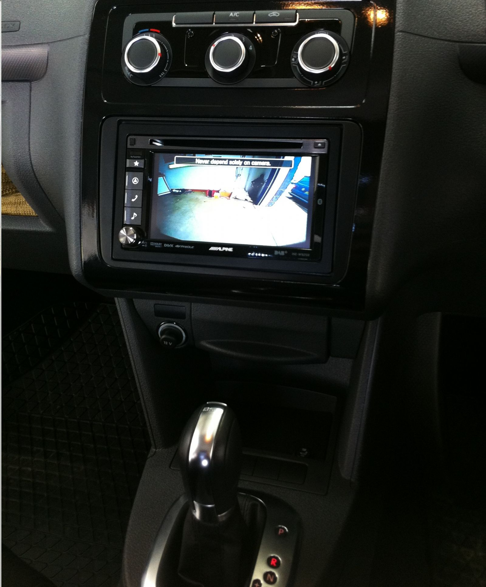 vw_caddy_alpine_ine-w925r_reversing_camera.JPG