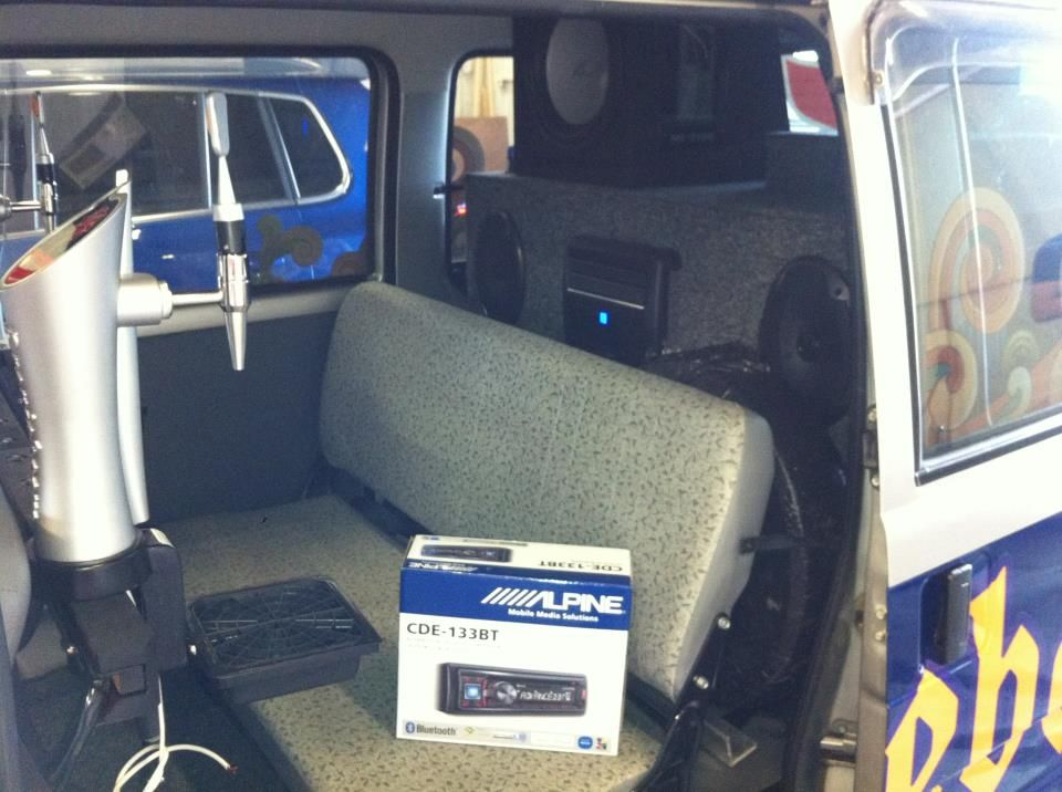 vw_oranjeboom_promo_van_sub_amp_and_rear_speakers
