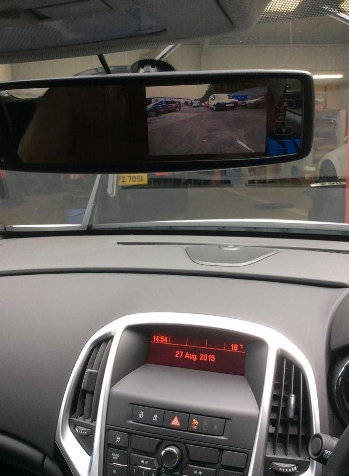 vx_astra_rearview_mirror_monitor